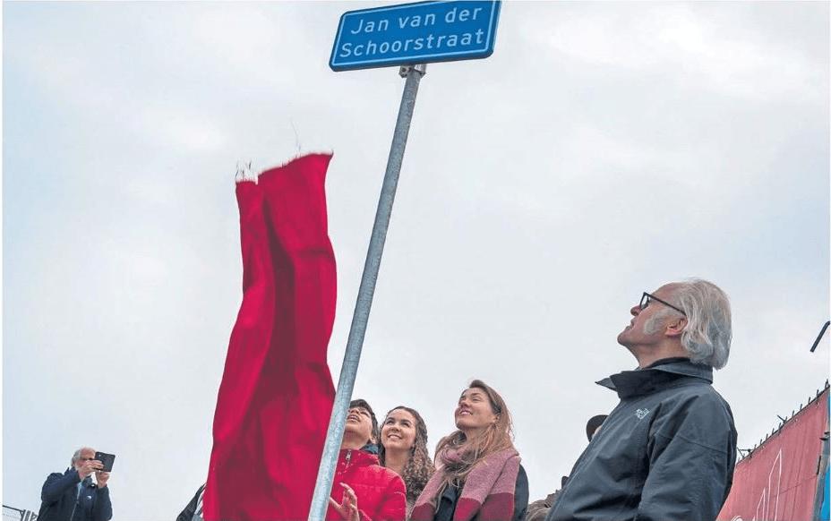 Straatbord Jan van der Schoorstraat onthuld